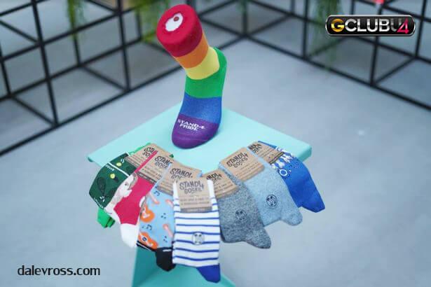 ผู้ชายขายถุงเท้าบนอีเบย์ 1 ล้านปอนด์ / ปี