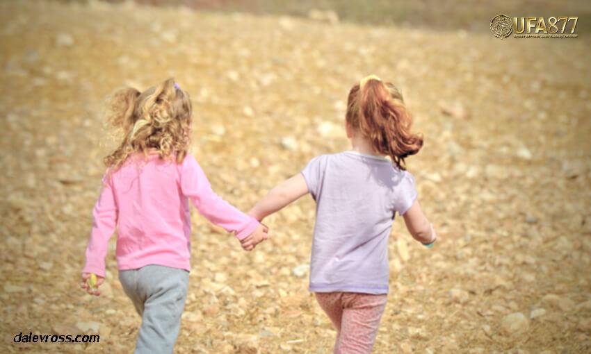อะไรคือแรงดึงดูดระหว่างคนแปลกหน้า มาเป็นเพื่อน